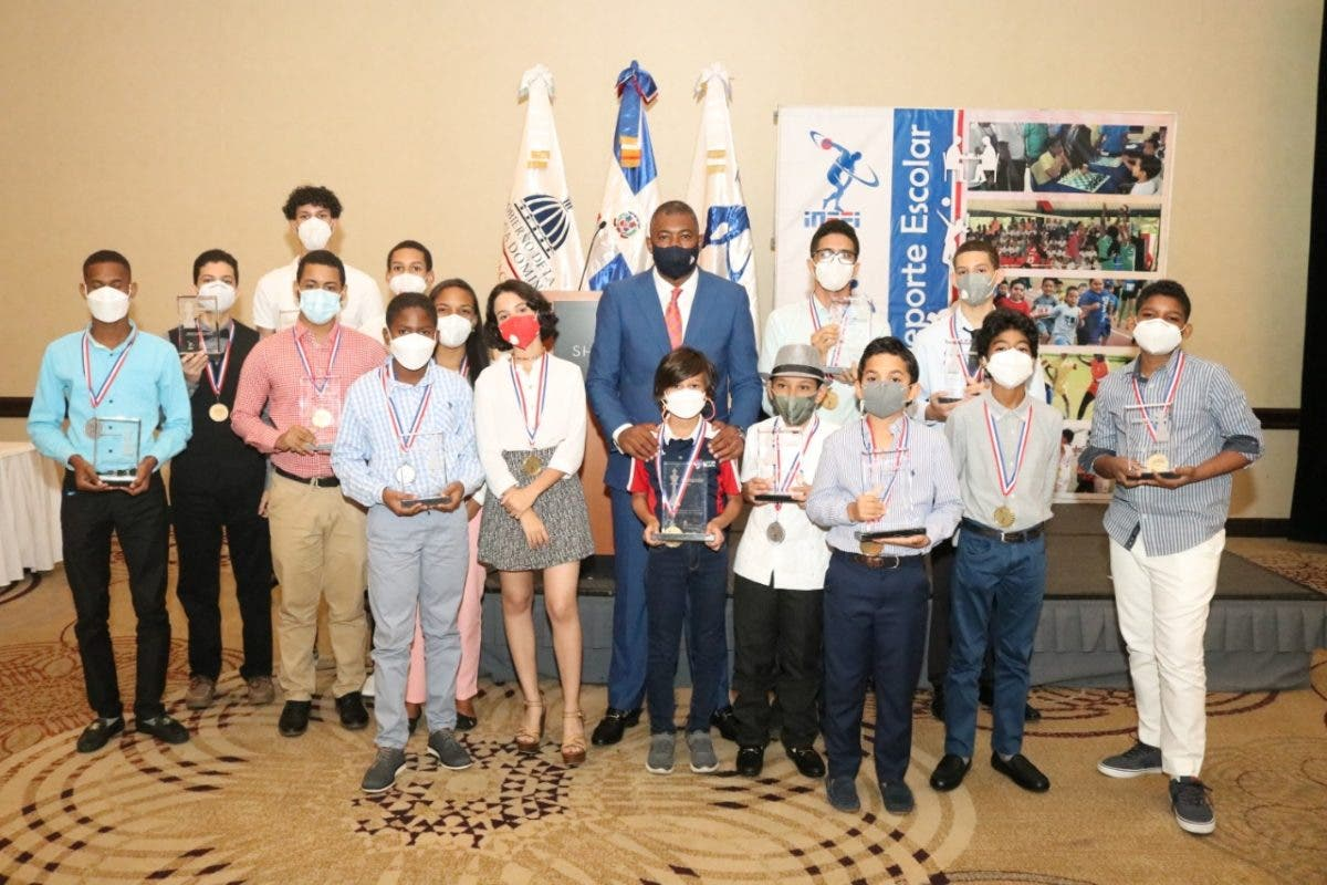 INEFI premia ganadores del primer concurso virtual de ajedrez en el país