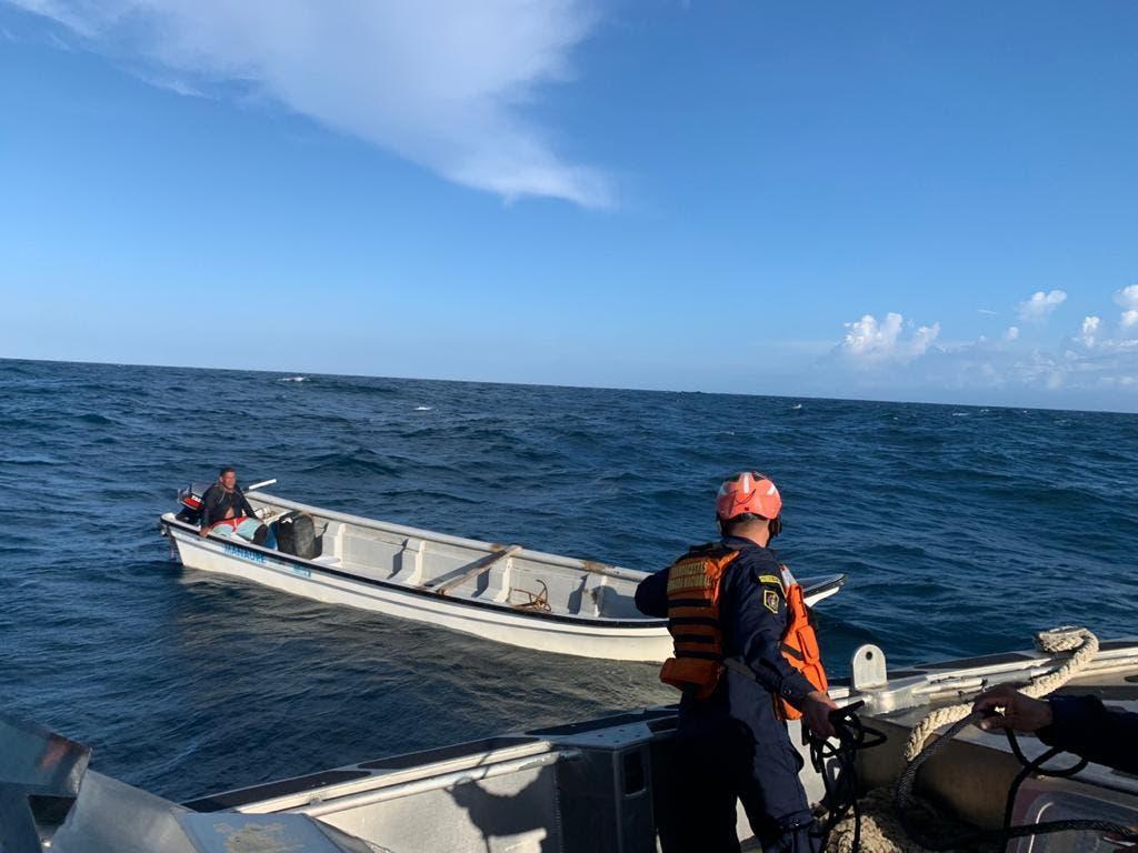 Rescatan a tres pescadores de las aguas del mar Caribe