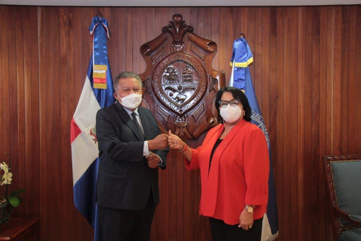 Juan Bolívar Díaz está en República Dominicana y se reunió con rectora UASD