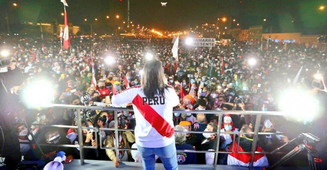 Fujimori lidera un mitin de protesta por «fraude» con miles de seguidores