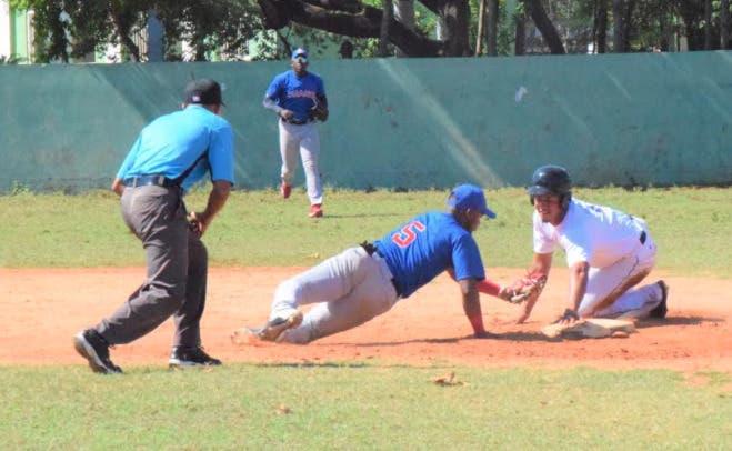 Los Villanos y Unapec toman delantera round robin torneo AA