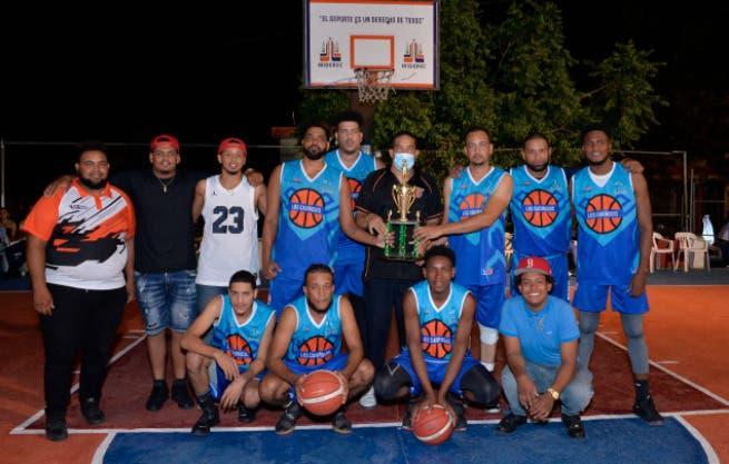Los Cariñosos se coronan campeón primer torneo baloncesto libre