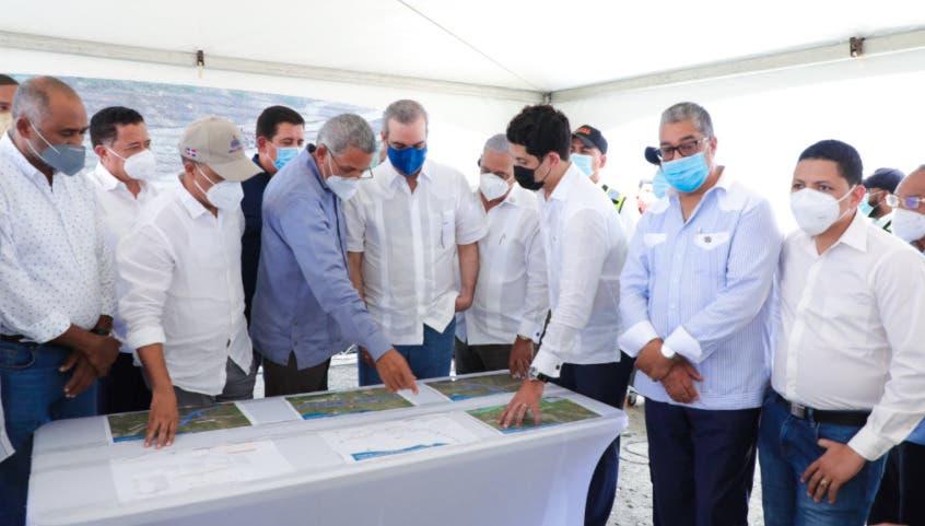 Luis Abinader supervisa avances en construcción circunvalación de Baní
