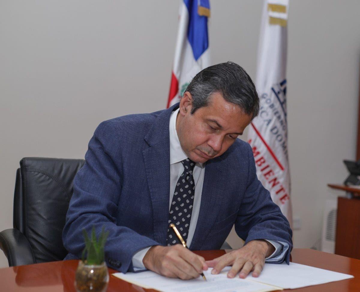 Medio Ambiente suspende exportación de agregados y productos mineros por el puerto de Barahona