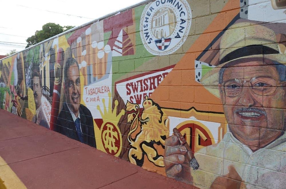 Alcaldía de Santiago devela gigantesco mural en honor a la historia del Tabaco