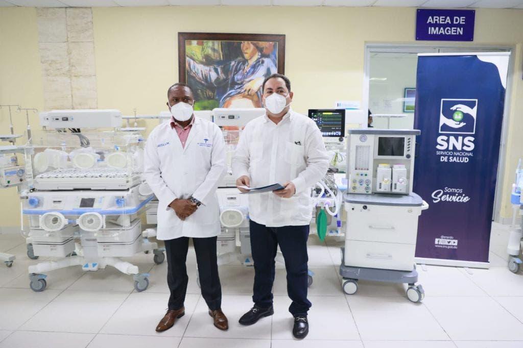 SNS entrega 16.4 millones en equipos para seis hospitales