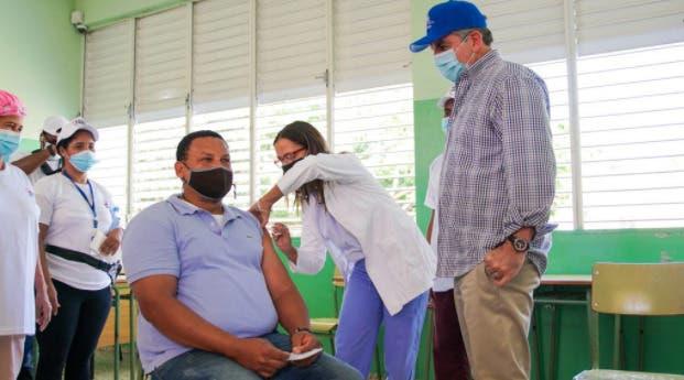 Neney Cabrera afirma vacunación masiva reducirá contagios COVID
