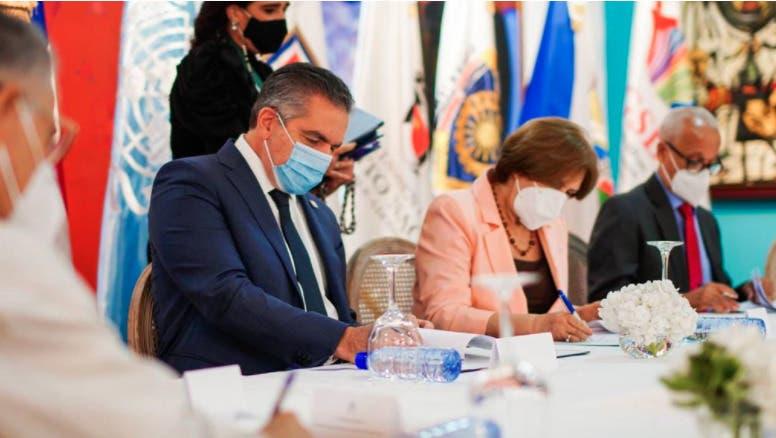 Firman acuerdo para promover derechos culturales