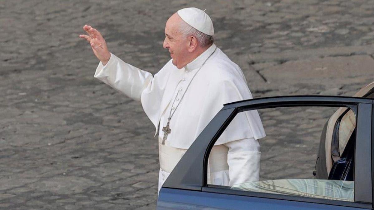El papa homenajea a su chofer en el día de su jubilación