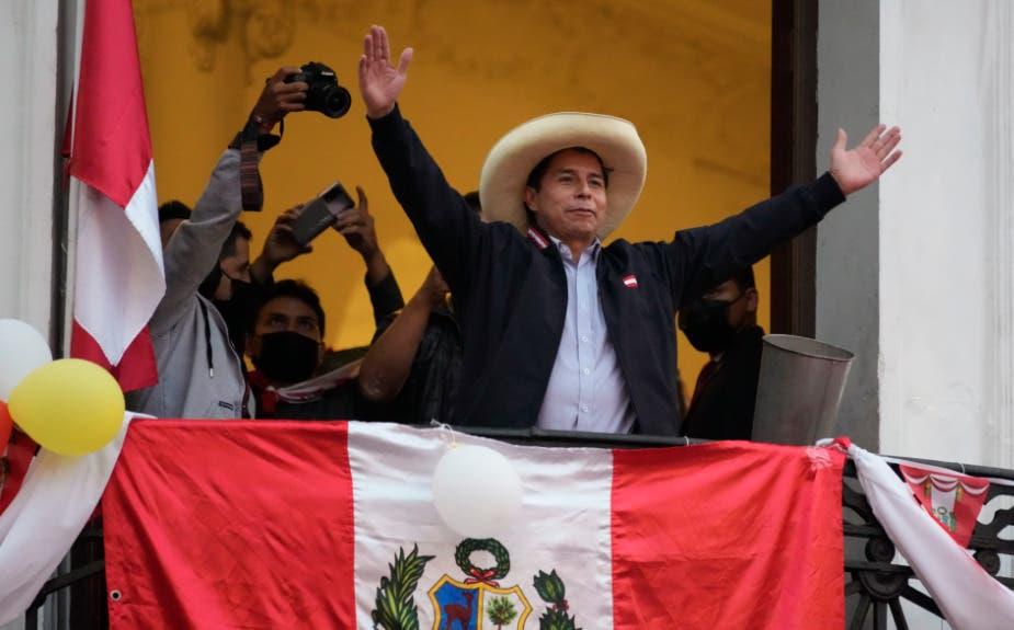 Pedro Castillo se impone en escrutinio que Fujimori tilda de fraudulento