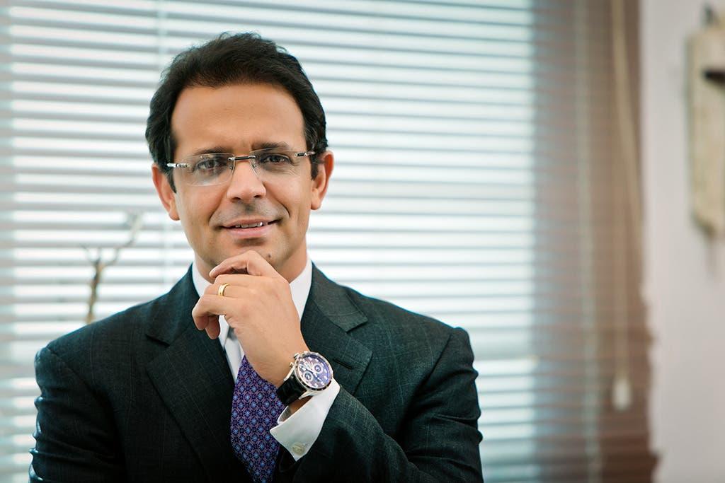 Cardiólogo Pedro Ureña considera RD no posee datos para aplicar 3ra. dosis