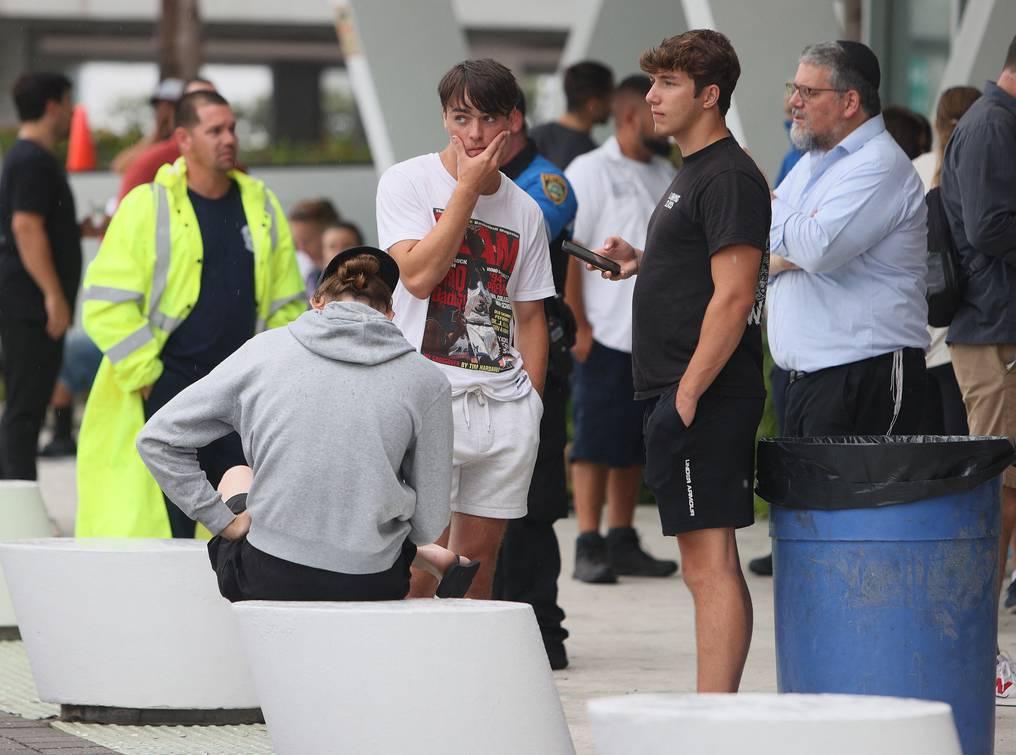 Familiares de desaparecidos en derrumbe de Miami: entre oración y esperanza