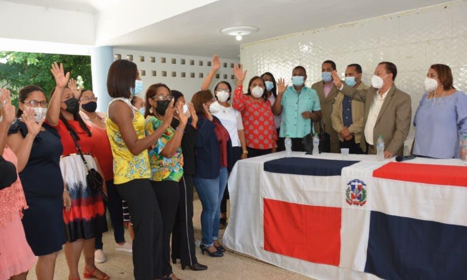 Director del FEDA juramenta comité gestor de cooperativa Santo Domingo Oeste
