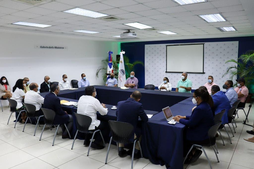 Jorge Mera abre ciclo de diálogo con agricultores sobre rescate de Valle Nuevo