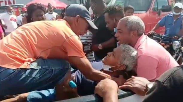 Hombres hieren señora de 70 años durante asalto a banca de apuesta en La Romana