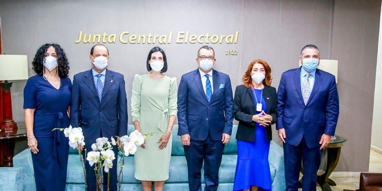 Primera dama de la República y JCE aunarán esfuerzos para resolver subregistro y casos de declaraciones tardías