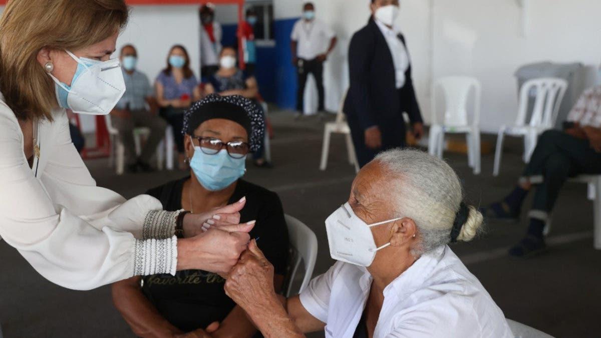 92 mil 502 personas se inocularon en un día; Raquel Peña dice el pueblo está colaborando