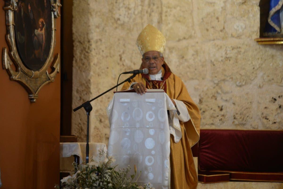 Monseñor Francisco Ozoria exhorta al pueblo a vacunarse y pide llevarla a barrios más necesitados