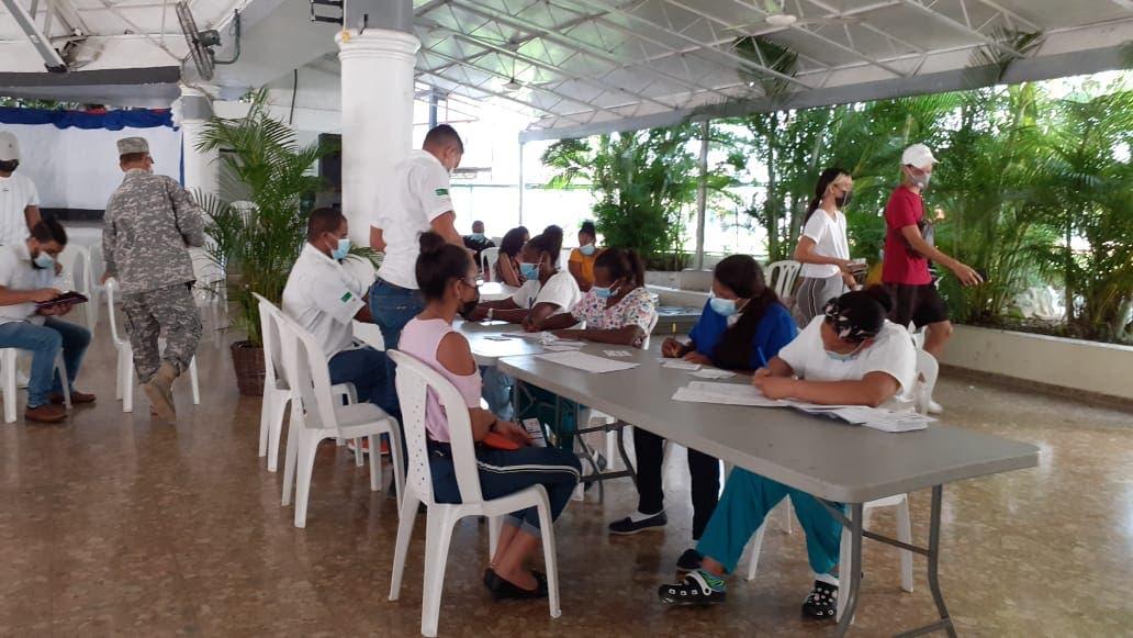 Centro de vacunación en Los Prados aplica primera y segunda dosis