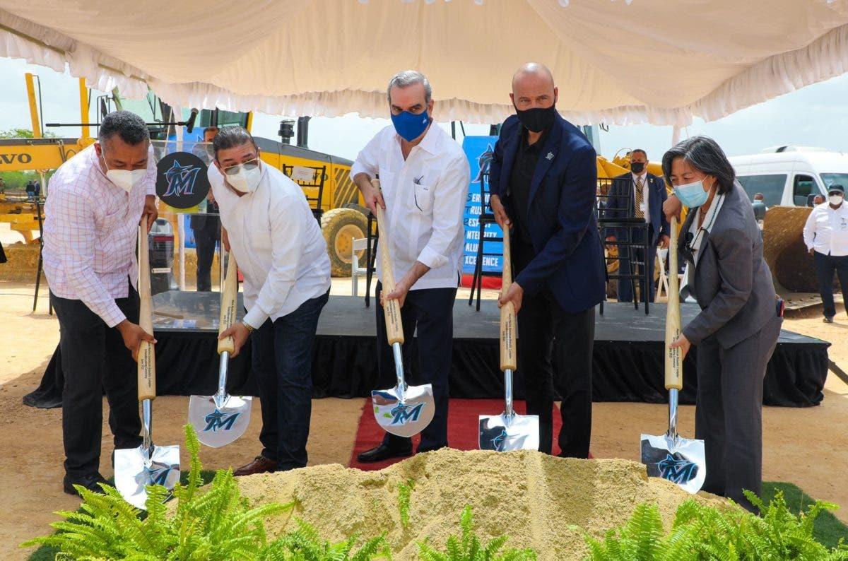 Abinader da primer palazo para construcción Centro de Educación y Formación Marlins La Florida