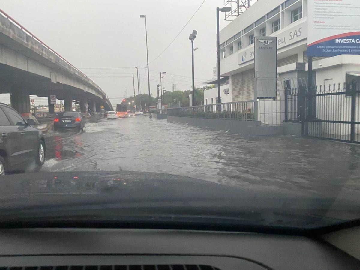 Fuertes lluvias provocan inundaciones en el Distrito Nacional