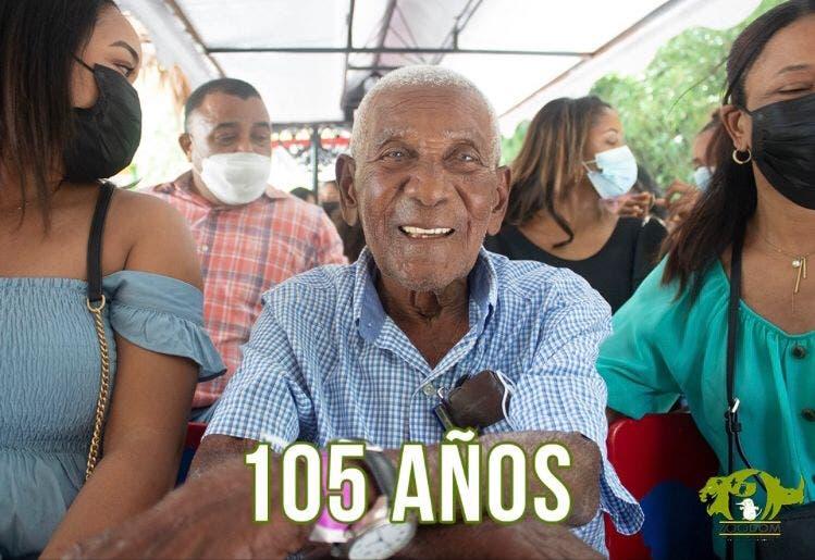 Félix, el  hombre que en su cumpleaños 105 solo deseó ir al Zoológico