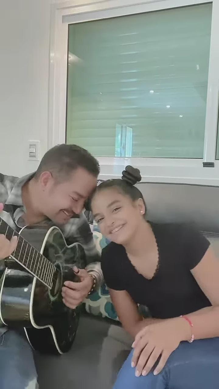 Video: Hija de Frank Reyes deleita al interpretar «Como hojas al viento»
