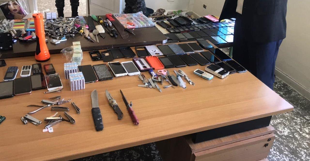 Confiscan celulares, wifi, verifone y armas blancas en la cárcel de Azua