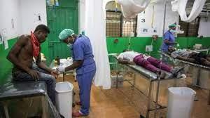Pacientes reciben atención en la sala de emergencias del Hospital de Martissant, en Haití