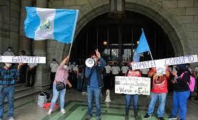 Allanan Palacio Nacional de Guatemala por posible corrupción en ministerio