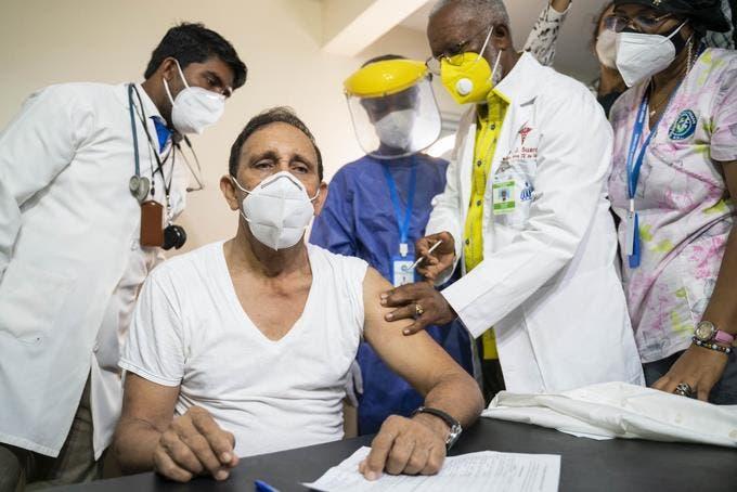 Cruz Jiminián apoya tercera dosis vacuna contra COVID-19