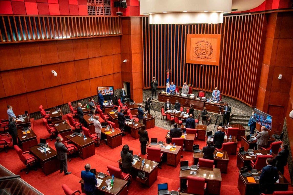 Senadores apoyan toque de queda en todo RD