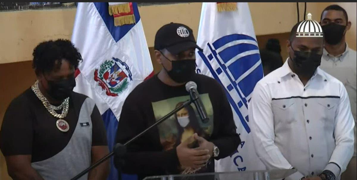 Santiago Matías, Ramón Tolentino y Topo Point entregan sus armas en Cristo Rey