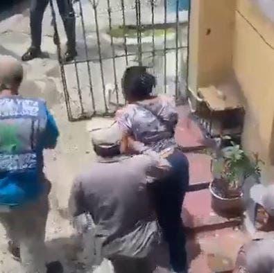 Acusan mujer de matar hijastro