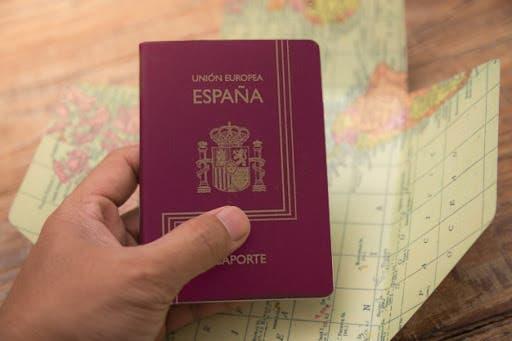 Detenidas 50 personas en España por prestar pasaportes a dominicanos