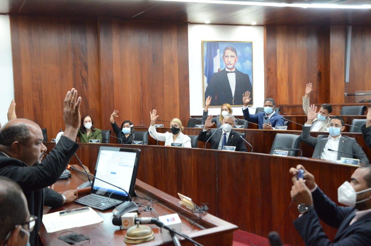 Concejo de Regidores declara tres días de duelo por muerte de Enrique Sued