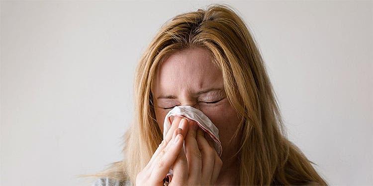 Menos tos y más secreción nasal: así son los síntomas de la variante delta