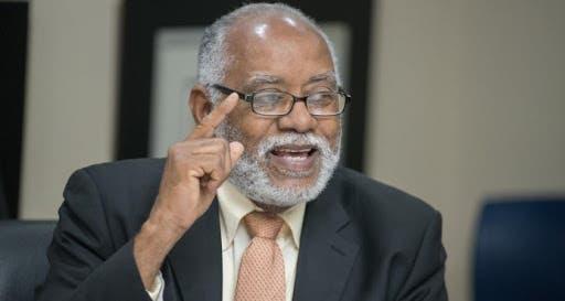 Expresidente del Colegio Médico dice se debe mostrar impacto de primeras dosis vacuna anticovid