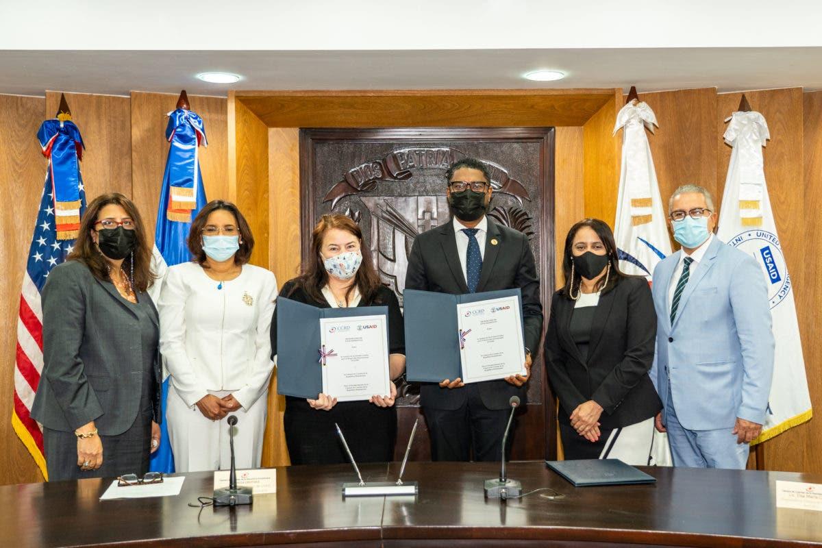 Cámara de Cuentas y Embajada de los Estados Unidos firman memorando de entendimiento