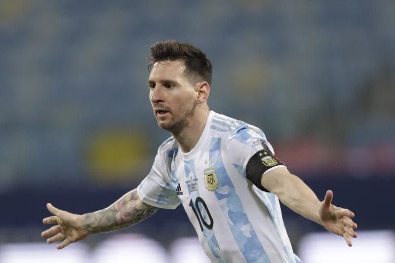 Messi frota la lámpara otra vez y Argentina jugará semis