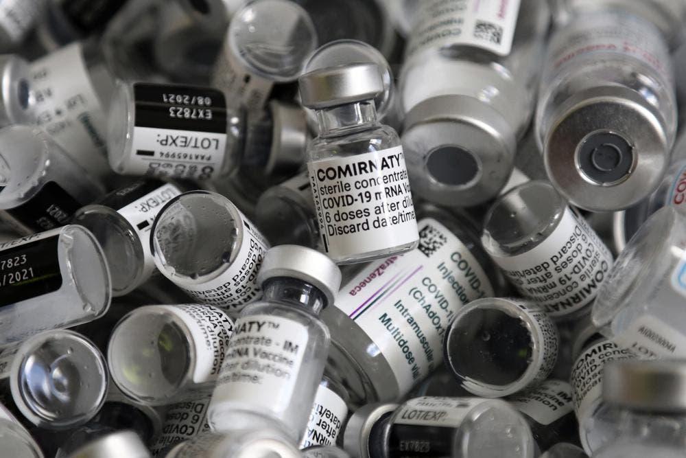 EE.UU. dice Pfizer hablará con funcionarios sobre posible tercera dosis