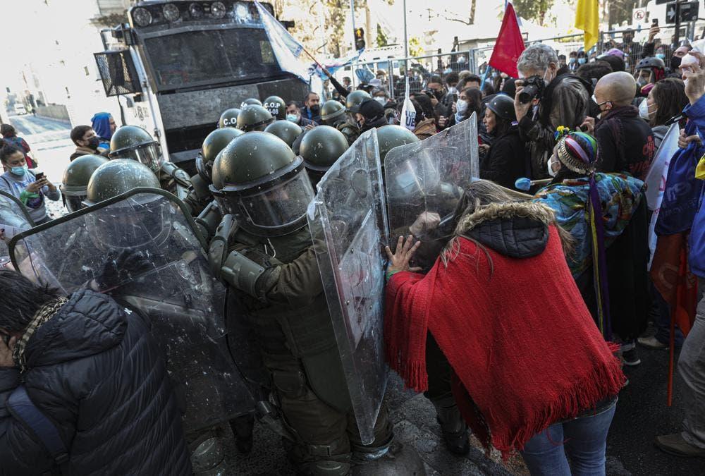Protestas marcan inicio de Convención Constitucional en Chile