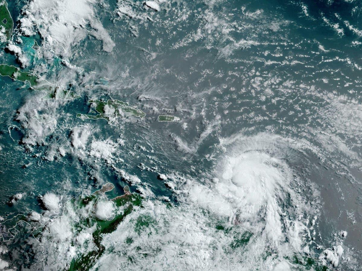 Elsa, huracán de categoría 1, está muy cerca de San Vicente y las Granadinas