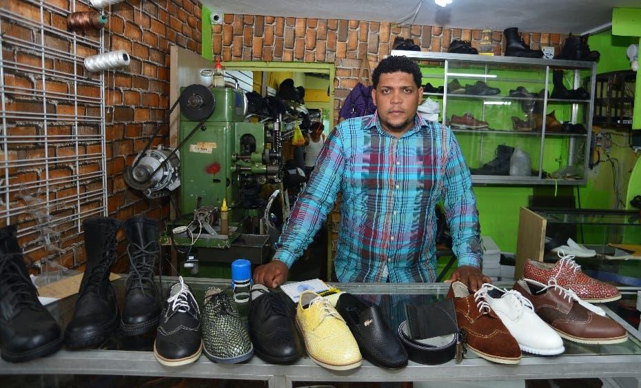 DUARTE JULIÁN de hacer zapatos en el patio a su propia fábrica