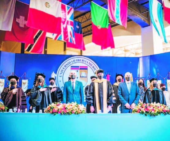 UNIBE gradúa 495 nuevos profesionales