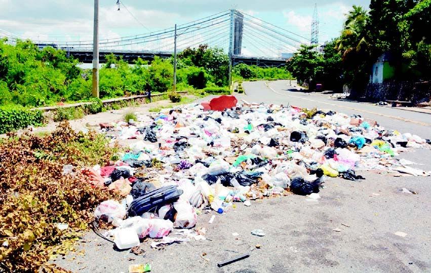 Un mar de basura arropa al municipio Santo Domingo Este