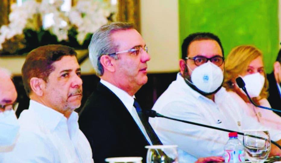 Abinader se reúne con productores ajo y papa de Constanza