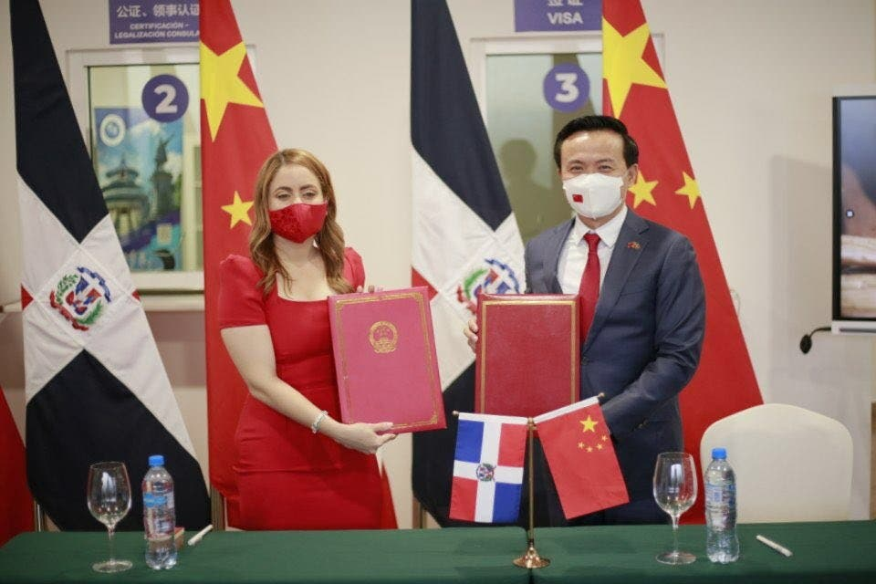 Supérate y el Gobierno chino estrechan lazos de cooperación en beneficio de artesanos