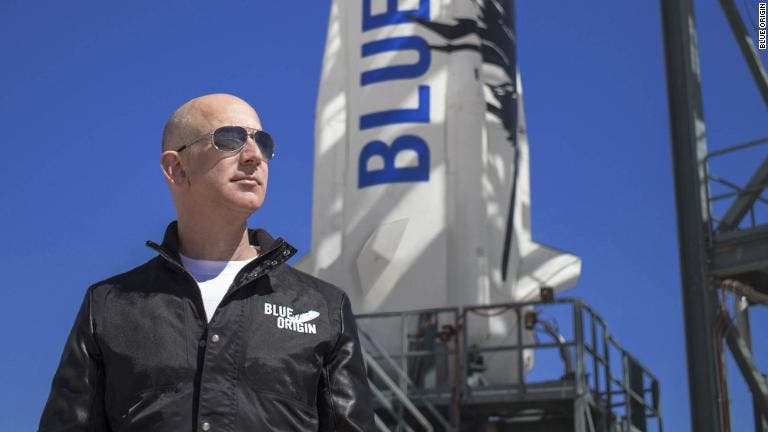 Jeff Bezos despega a bordo del New Shepard rumbo al espacio