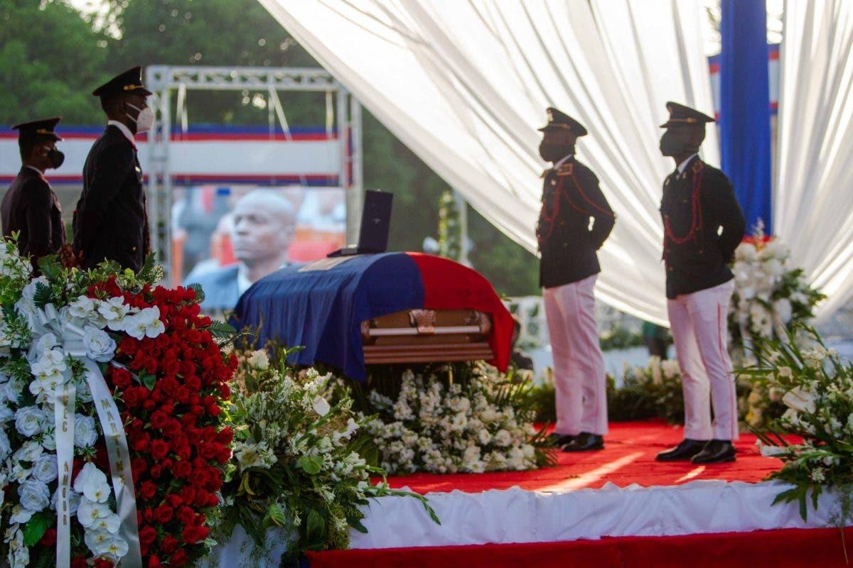 Primera dama de Haití llega al velatorio de Moïse rodeada por dispositivo de seguridad